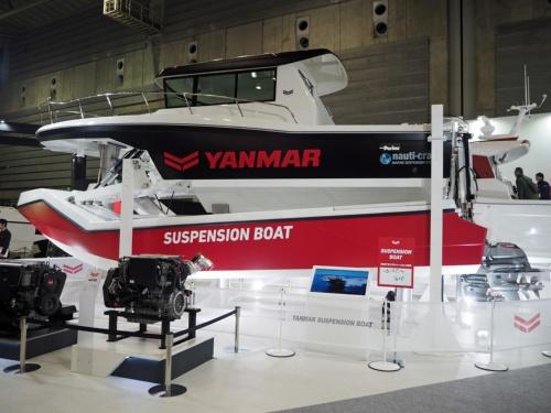 図1 ヤンマーが試作した「サスペンションボート」(左舷側)