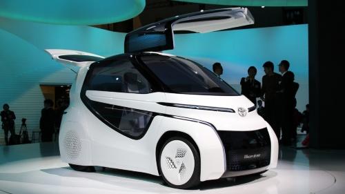 図2 2人乗りの超小型EVコンセプト「TOYOTA Concept-愛i RIDE」、斜め前から
