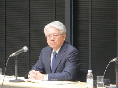 図1 特任顧問に就く川崎博也氏
