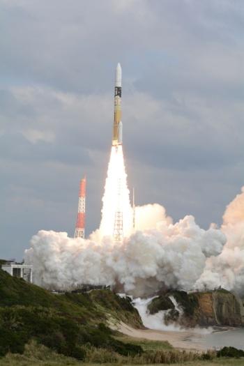 はやぶさ2を搭載した「H-IIA」ロケット26号機の打ち上げ