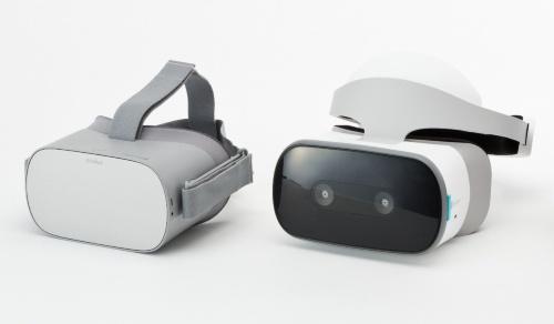 画像左が「Oculus Go」、右が「Lenovo Mirage Solo with Daydream」の外観。Mirage Soloの前面には、6DoF対応用に2つのカメラが搭載されている。