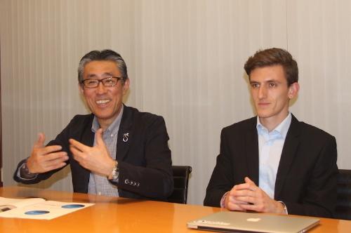 楽天で事業化を指揮する平井康文副社長(左)と、提携先である米Rソフトウエア創業者のイド・ジノCEO(最高経営責任者)
