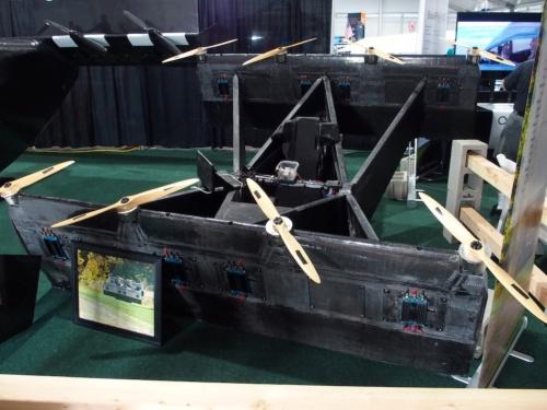 ブースに展示されていた実証機。内部がむき出しである