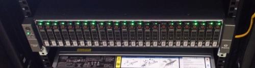 今回のNVMe-oF対応SSDを利用したJBOF。日経エレクトロニクスが撮影