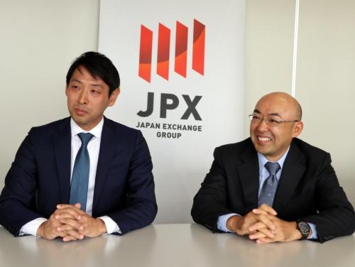 東京証券取引所IT開発部の岡田暁光課長(左)と嵯峨錠二課長
