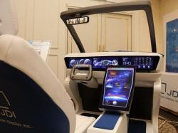 図1 ジャパンディスプレイ(JDI)が開発した運転席コンセプト、最大でR800(凹面)