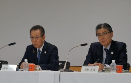 富士通の田中達也社長(左)と塚野英博副社長