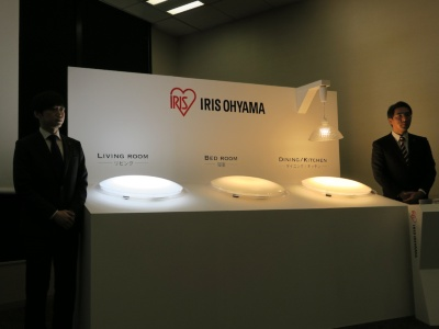 アイリスオーヤマは無線LANモジュールを搭載し、AIスピーカーやスマホアプリと連動するスマートLED照明として、シーリングライトと電球を発売する