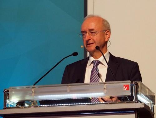 「Electric & Hybrid Aerospace Technology Symposium 2018」に登壇したSiemensのAnton氏(撮影:日経 xTECH)