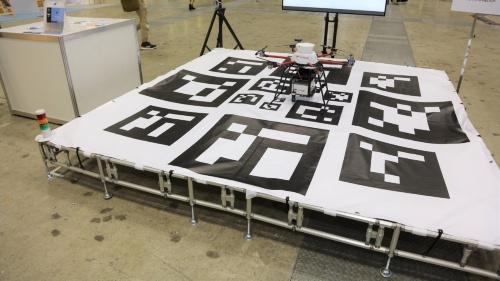 図1 ブルーイノベーションがIHI運搬機械と共同で開発した可動式のドローン離着陸場(ポート)