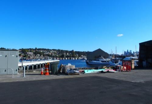 Pure Watercraftの本社のそばにある湖。この湖に、同社の船外機を取り付けたボートが係留してある(撮影:日経 xTECH)