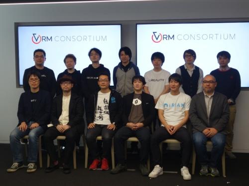 発起人となる13社で、VRM活用事例などを紹介した登壇者ら