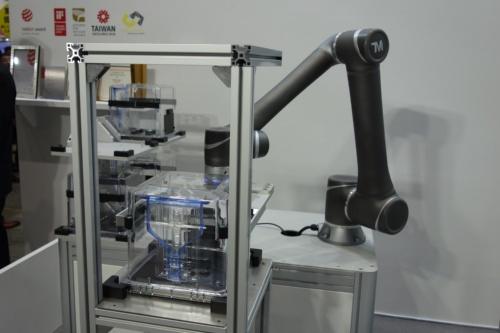 達明機器人(Techman Robot)の協働ロボット。「第3回 ロボデックス」での展示。