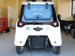 図3 交換用の電池パックは車両の後部に2個搭載
