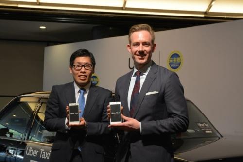右がUber Japanモビリティ事業ゼネラルマネージャーのTom White氏、左が未来都代表取締役専務COOの笹井大義氏