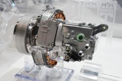 図2 三菱電機が量産している48VマイルドHEV向けISG。DaimlerのSクラスなどが採用する。(撮影:日経Automotive)