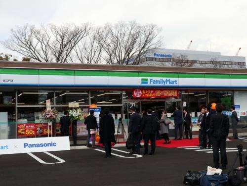 2019年4月2日に開業したファミリーマート佐江戸店。パナソニックグループの事業所が集中するエリアの一角にある