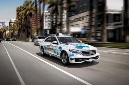 図1 ドイツ・ダイムラー(Daimler)が開発を進めるレベル4/5の自動運転車。(出所:Daimler)