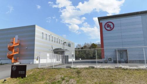 図3 UL Japanが三重県伊勢市に開設した「信頼性試験ラボ」。(撮影:日経Automotive)