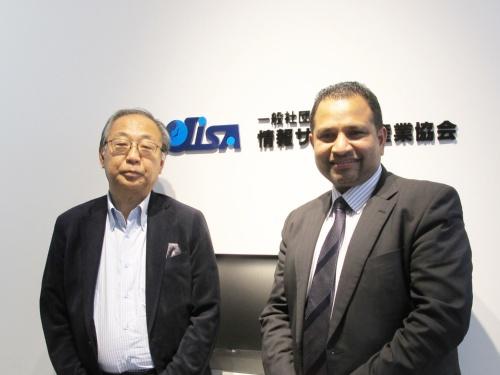 アダムイノベーションズのカウシャル・ワウラガラ代表取締役(右)と情報サービス産業協会の横塚裕志会長(左)