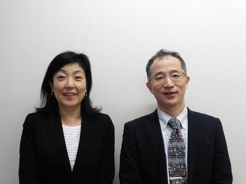 (左から)FRONTEOヘルスケアの西川久仁子社長と同社研究・解析部の豊柴博義部長