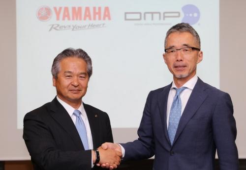 図1 ヤマハ発動機はディジタルメディアプロフェッショナル(DMP)に約15億円を出資する。(左)ヤマハ発上席執行役員で先進技術本部長の藤田宏昭氏、(右)DMP社長の山本達夫氏(撮影:日経 xTECH)