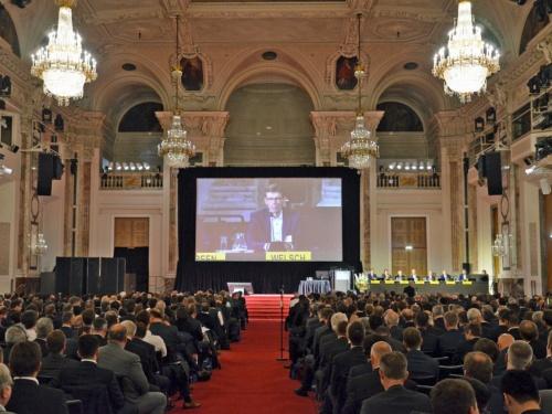 オーストリアのウィーンで開催された国際会議「40th International Vienna Motor Symposium」。ドイツの主要自動車メーカーを中心に最新のパワートレーン技術を発表する。(撮影:日経 xTECH)