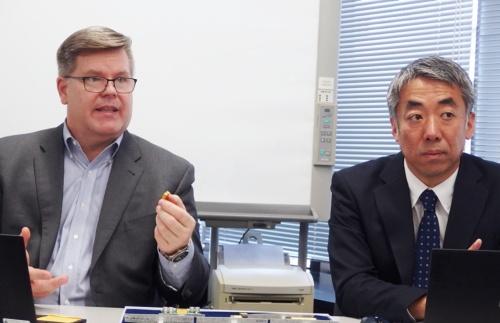 Robert Gendron氏(左)と小嶋和洋氏(右)。日経 xTECHが撮影