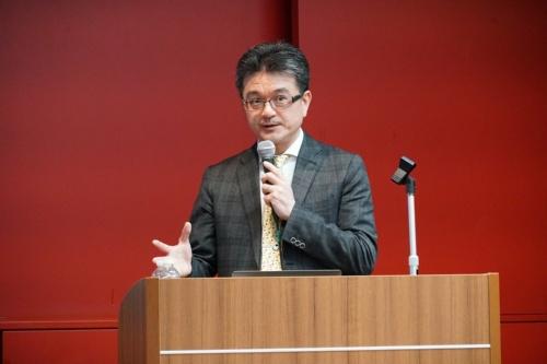治験結果を説明する、さいたま市立病院内科の科長で慶應義塾大学病院禁煙外来の舘野博喜氏