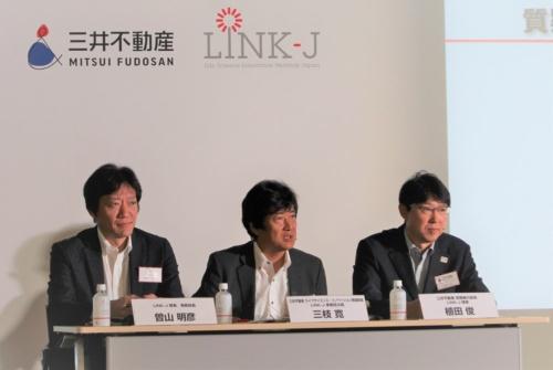 三井不動産の植田俊常務執行役員(右)と三枝寛ライフサイエンス・イノベーション推進部長(中央)