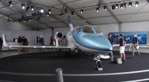 写真は、2018年7月の「EAA AirVenture Oshkosh」で展示された「HondaJet Elite」(撮影:日経 xTECH)