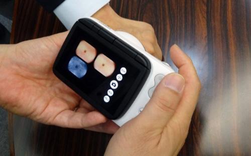 撮影ボタンを1回押すと「偏光」「非偏光」「UV」などの撮影を連続でできる
