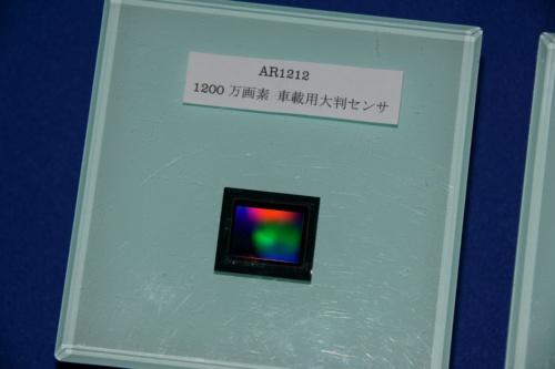 1200万画素の車載CMOSセンサー(開発品)