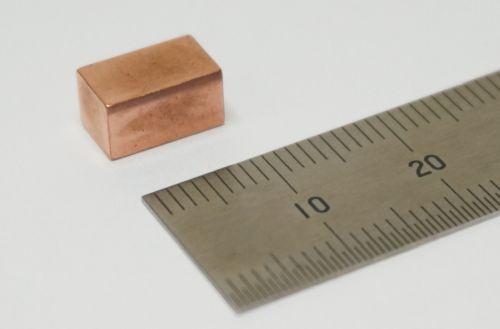 写真1 村田製作所が開発した表面実装可能な全固体電池