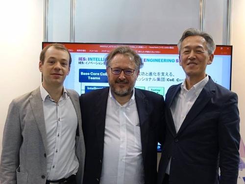 仏ブルーエイジのクレモン・ディベーフ氏(左)とティエリ・マソン氏(中央)、アクセンチュアの中野恭秀氏(右)