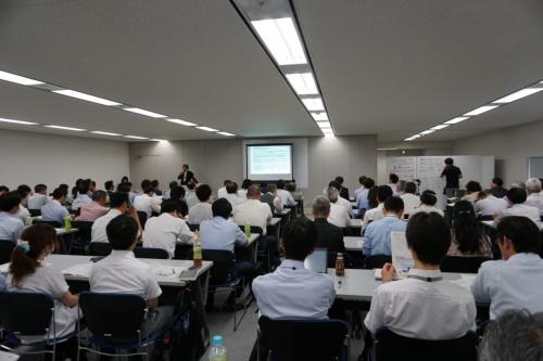 セミナー会場の様子、ITベンダーやユーザー企業などから100人以上が集まった
