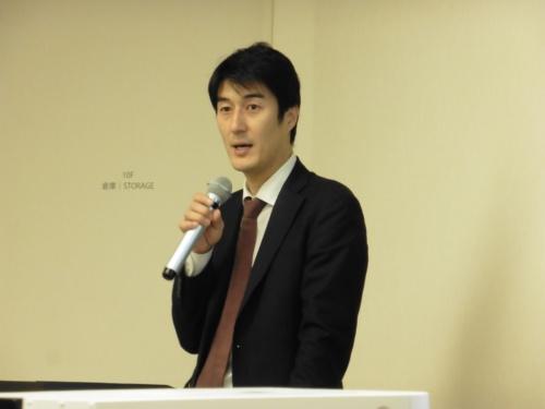 説明を行うキュア・アップ社長の佐竹晃太氏(撮影:日経 xTECH)