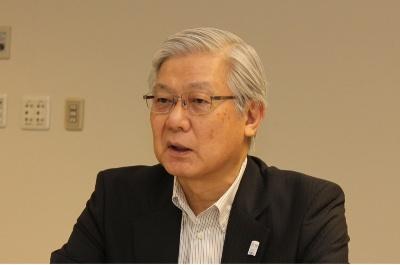 インタビューに応じるNECの新野隆社長