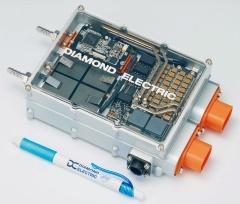 開発した電源回路を搭載した試作機(写真:ダイヤモンド電機)