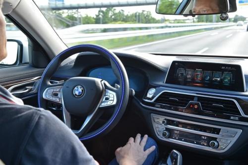 図1 BMWのハンズ・オフ機能付き渋滞運転支援機能