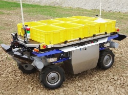 図1 ヤマハ発動機が内製する農業用UGVの試作車両