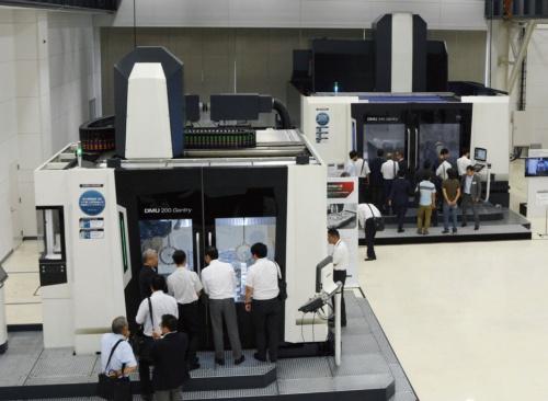 大型ガントリーマシン「DMU 200」「DMU 340」で加工実演