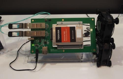 NVMe-oFにネイティブ対応した東芝メモリのSSDのデモ