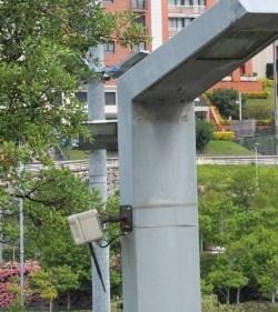 図2●街灯に設置された歩行者を検知するセンサーノード