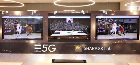 「5G×IoT Studio お台場ラボ」で8Kライブ映像を再生している様子