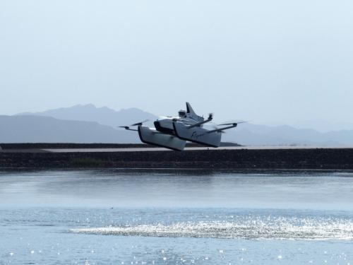 訓練施設内で飛行するFlyer(撮影:日経 xTECH)