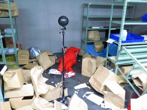 災害現場を模した実証実験環境。5Gの基地局と端末、360度カメラをあらかじめ設置した状態だった