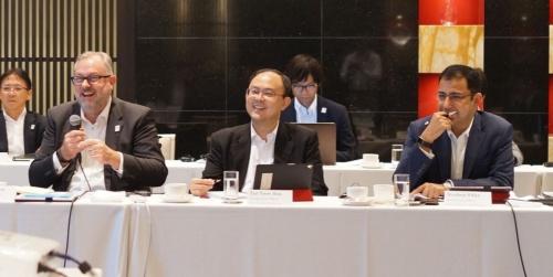 世界各国のトップが「イノベーションに向けた取り組み」などを議論した