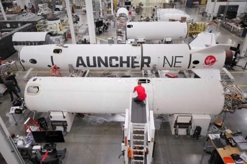 ロングビーチの工場で製造する「LauncherOne」