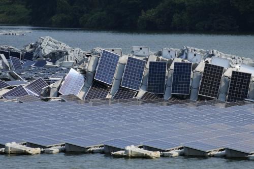 図4●稼働停止しても太陽光パネルは発電する